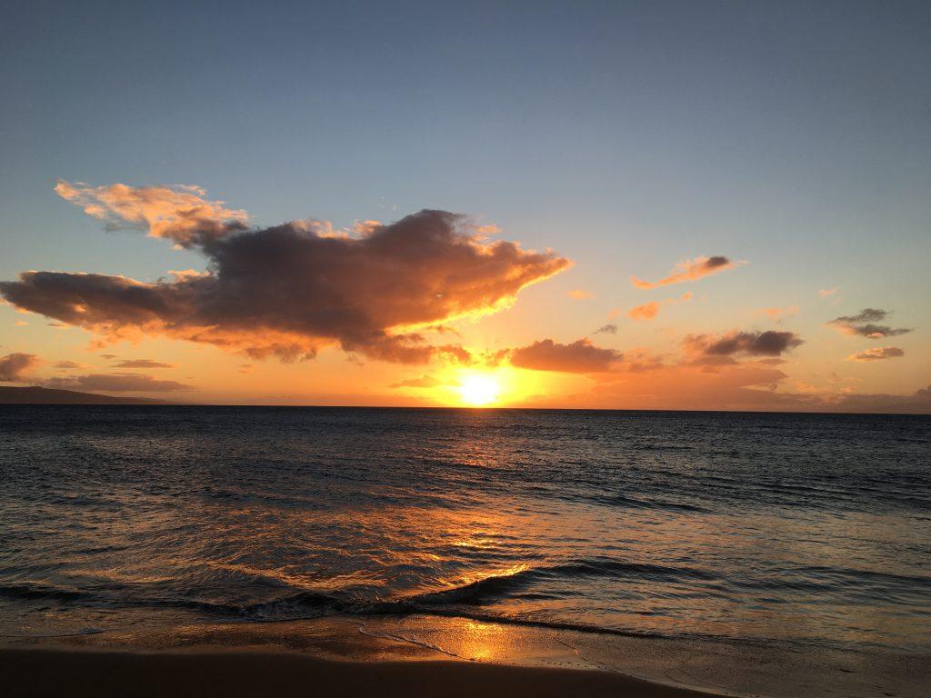 Beautiful Maui sunset, maui hawaii vacation on a budget with kids